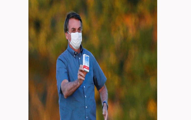 رئيس البرازيل يعلن تعافيه من كورونا.. ويعرض صورة للدواء