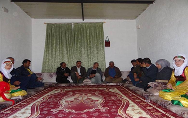 وفد من منظمة كوركوسك لـ PDK-S يزور إلى عوائل شهداء بيشمركة روژ