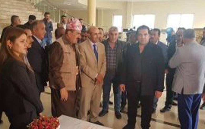 Sê Hunermendên Kurdistana Sûriyê bejdarî pêşangeheke hunerî li Duhokê bûn