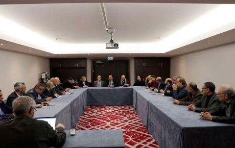 الحريري يلتقي البحرة وكامل أعضاء الوفد في جنيف ويبحث معهم آخر تطورات اللجنة الدستورية