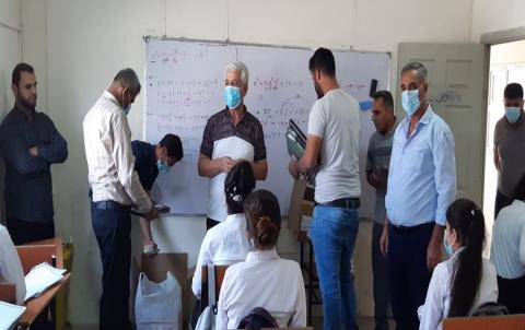 منظمة السليمانية للـPDK-S تقدم مجموعة قرطاسية لطلاب ثانوية برخودان بمخيم باريكا