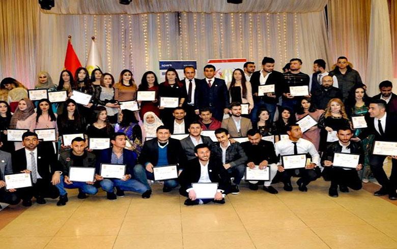فرع إقليم كوردستان يقيم حفلة تعارف لطلاب جامعيين في هولير ويكرم الطلبة المتفوقين